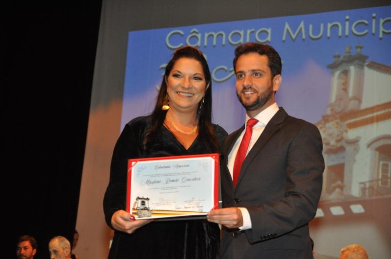 Marilene Romão recebe o título de Cidadania Honorária pelas mãos do vereador Juliano Duarte (Cidadania).