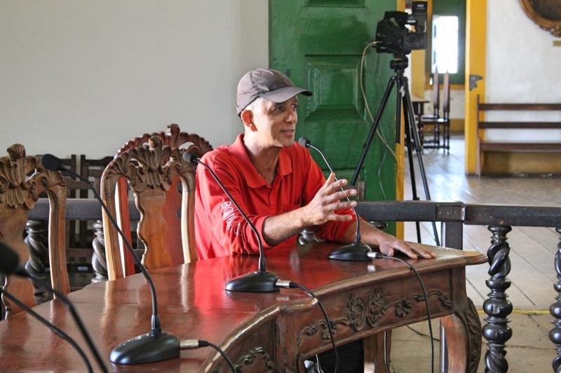 Representante dos Bombeiros Civis de Mariana faz uso da palavra.