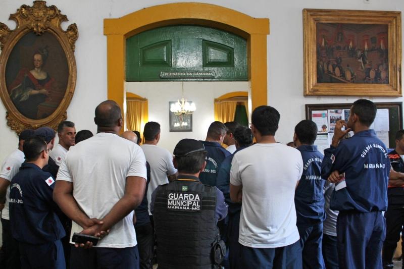 Guardas Municipais participam da reunião do dia.