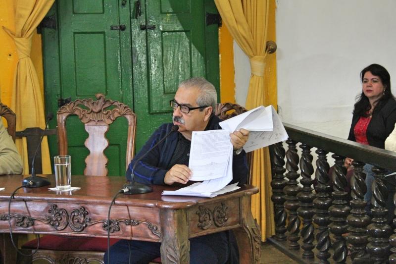 Vereador Marcelo Macedo (PSDB) defende esclarecimentos sobre projeto em votação.