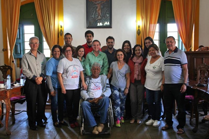 Convidados da reunião sobre inclusão de pessoas com deficiência.